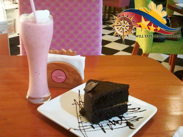 Heavens-Cake-and-Banana-Strawberry-Smoothie-Sweet-Options-by-Rai-Coffee-Shop-in-Angeles-City